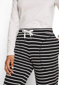 Marks & Spencer London - FLEXI STRIPE PANT REGULAR - Pyžamový spodní díl - black/white - 4