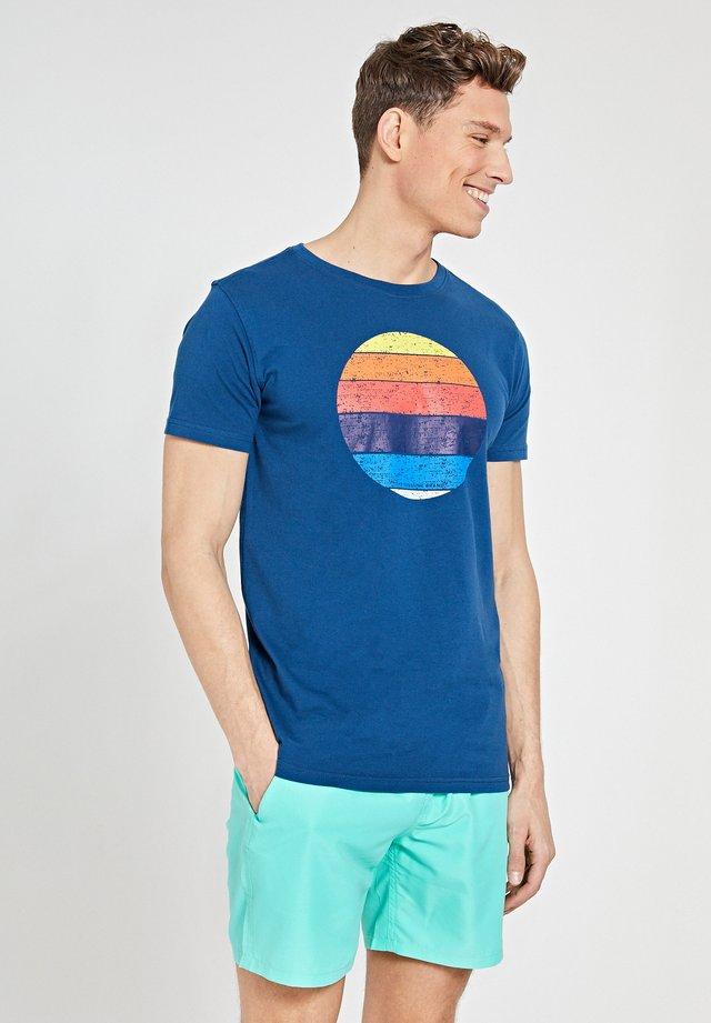 SUNSET SHADES - T-shirt imprimé - poseidon blue