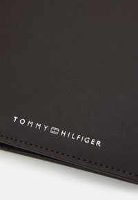Tommy Hilfiger - FLAP AND COIN - Wallet - brown - 4