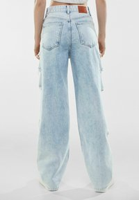 Bershka - MIT RISSEN  - Jeansy Relaxed Fit - light blue - 2