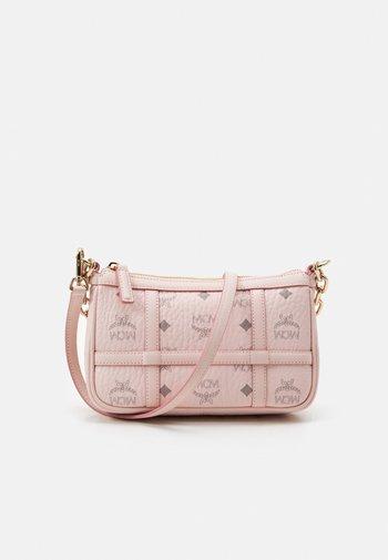 DELMY SHOULDER BAG IN VISETOS - Handbag - light pink