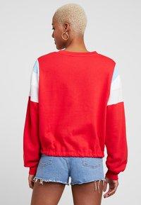 Levi's® - FLORENCE CREW - Sweatshirt - baby tab crew brilliant red - 2