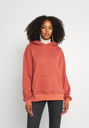 CLASSIC HOODIE - Sweatshirt - earthy red