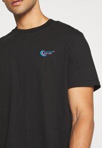 Night Addict - T-shirt med print - black - 4