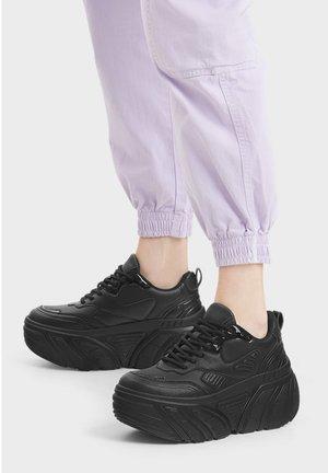 KOMBINIERTE PLATEAU - Sneakers - black