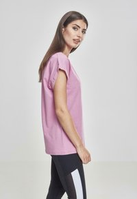 Urban Classics - EXTENDED SHOULDER TEE - Basic T-shirt - coolpink - 4