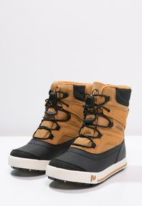 Merrell - SNOWBANK 2.0 WTPF - Winter boots - wheat/black - 2
