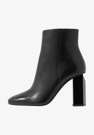 PETRA BOOTIE - Kotníkové boty - black