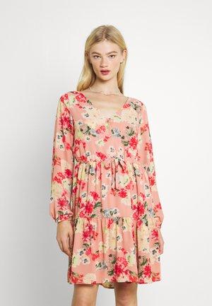 VILUCA DRESS - Denní šaty - old rose