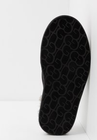 UGG - SCUFF - Slippers - black - 4