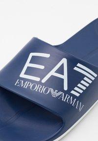 EA7 Emporio Armani - UNISEX - Pool slides - navy/white - 5