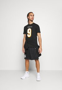 Fanatics - NFL JOE BURROW CINCINNATI BENGALS ICONIC NAME & NUMBER GRAPHIC  - Klubové oblečení - black - 1