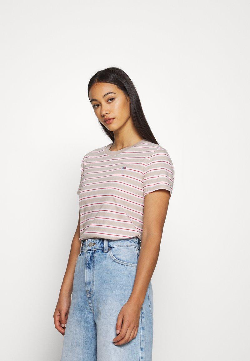 Tommy Jeans - ESSENTIAL STRIPE TEE - Print T-shirt - soft beige/multi