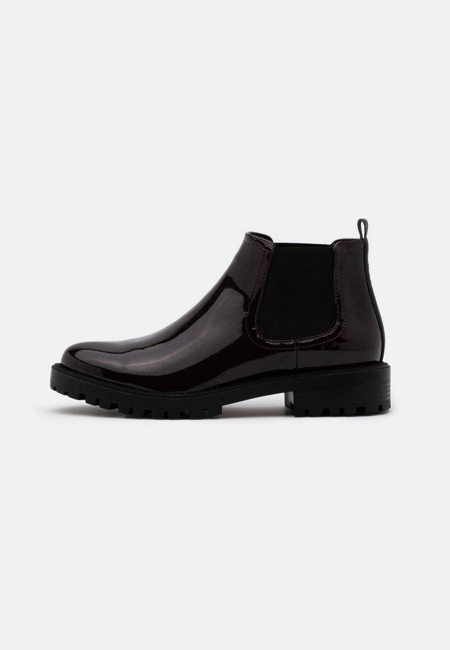 BRISTOL  - Boots à talons - bordeaux red