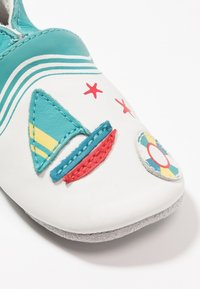 Robeez - LIFEGUARD - First shoes - blanc/turquoise - 5