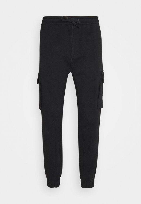 Calvin Klein Jeans BADGE PANT - BojÓwki - ck black/czarny Odzież Męska FCOL