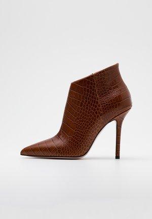 MARILYN - High Heel Stiefelette - brown