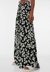 Bershka - Pantalon classique - black/white - 3