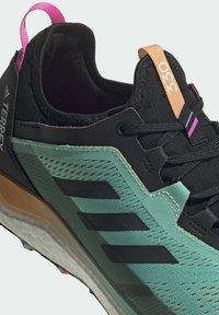 adidas Performance - TERREX AGRAVIC FLOW GORE-TEX TRAILRUNNING-SCHUH - Nøytrale løpesko - green - 7