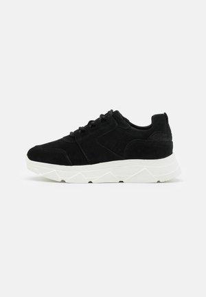 VMNUE  - Sneakers laag - black