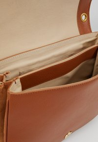 See by Chloé - HANA MEDIUM - Across body bag - caramello - 4