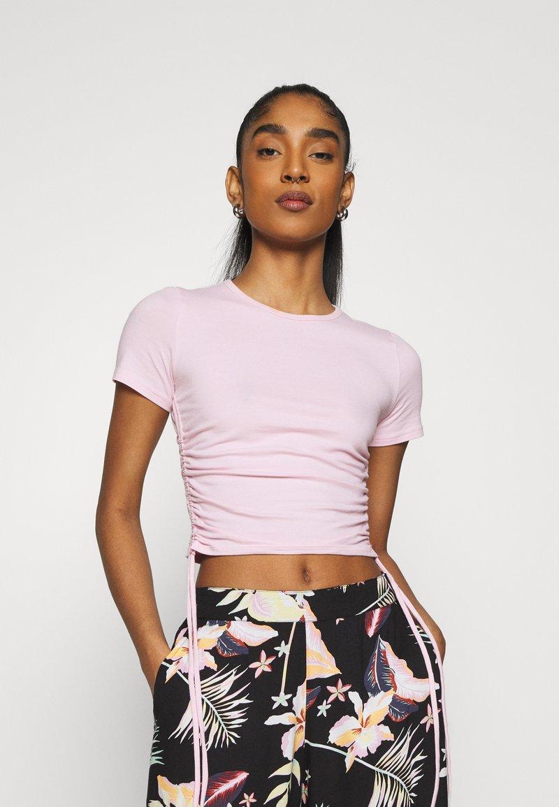 Hollister Co. - TEE CHAIN - Print T-shirt - light pink