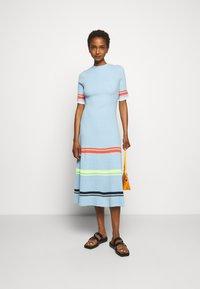 Victoria Victoria Beckham - STRIPE DETAIL SOFT SUMMER DRESS - Sukienka z dżerseju - pale blue - 1