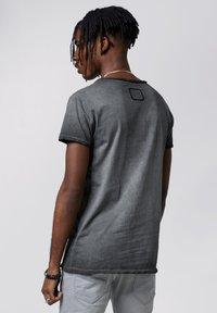Tigha - HIGHWAY DRIFT WREN - T-shirt imprimé - vintage black - 2