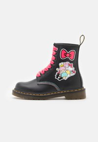 Dr. Martens - 1460 X HELLO KITTY & FRIENDS - Lace-up ankle boots - black smooth - 1