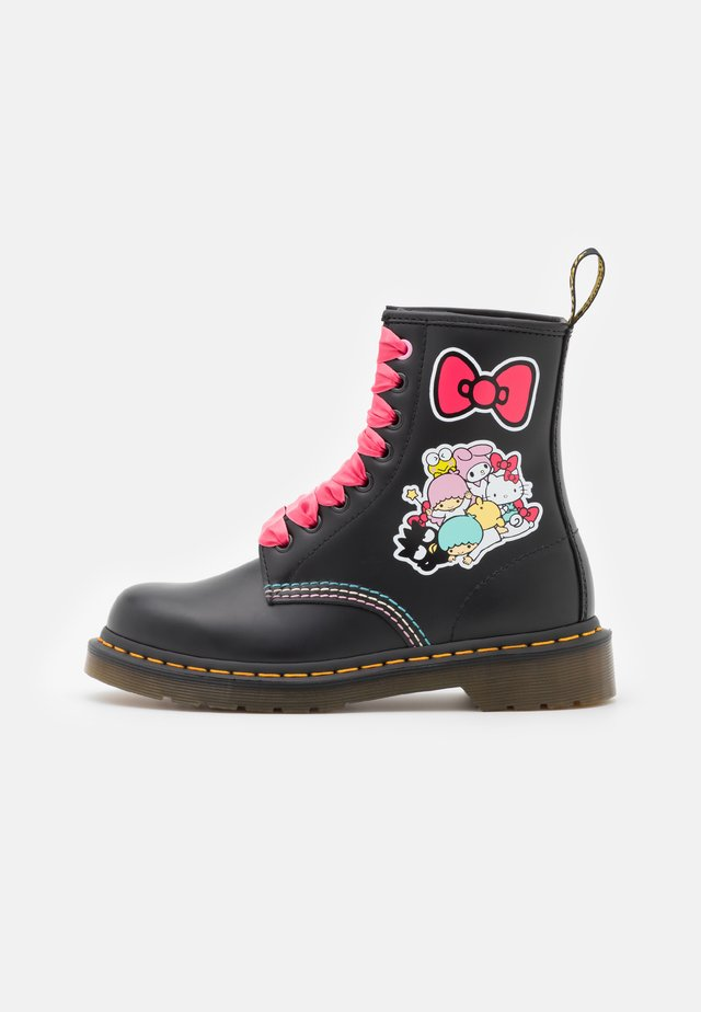 1460 X HELLO KITTY & FRIENDS - Lace-up ankle boots - black smooth