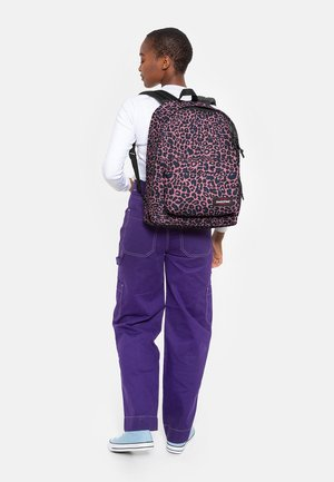 OUT OF OFFICE  - Rucksack - safari leopard