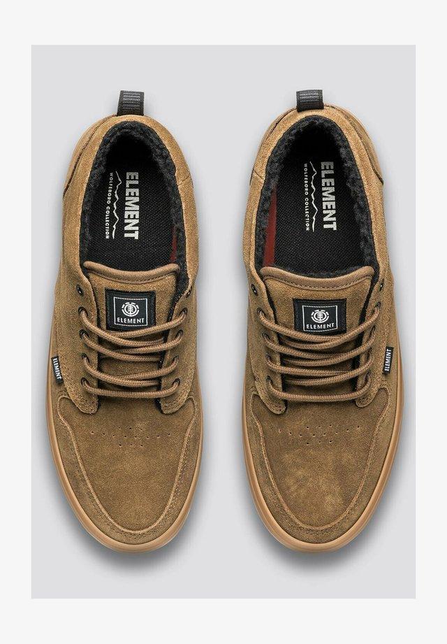 Sneakers laag - breen gum
