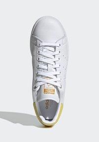 adidas Originals - STAN SMITH  - Sneakersy niskie - ftwwht/silvmt/coryel - 2