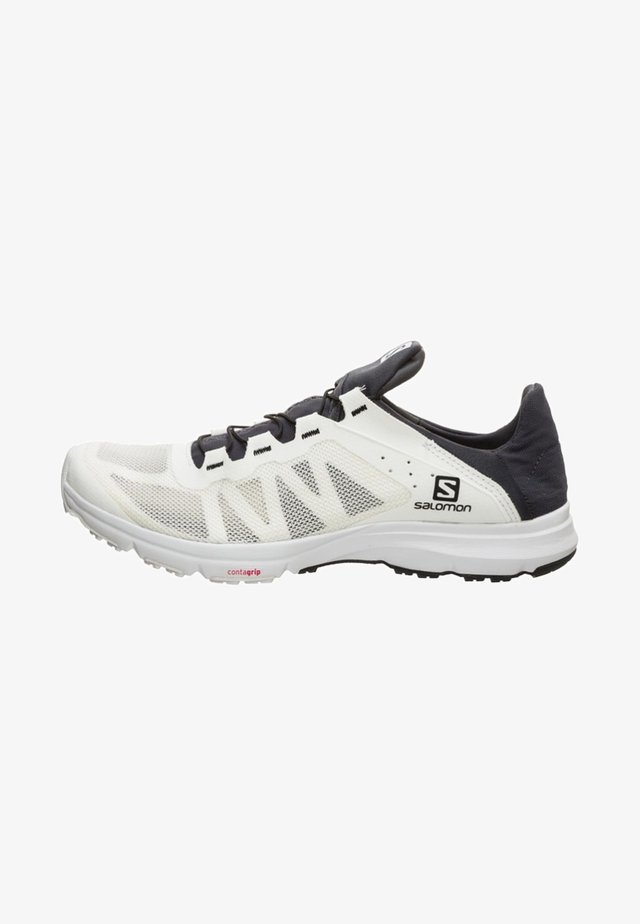 Trail running shoes - white