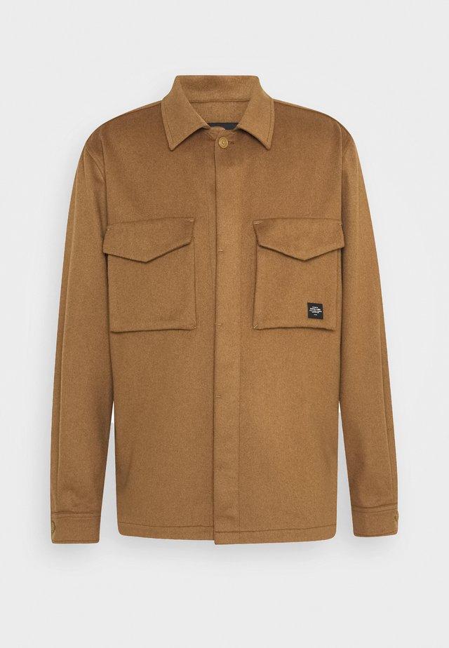 SEASONAL FIT BRUSHED - Summer jacket - camel