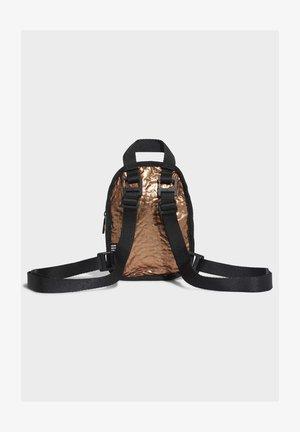 MINI BACKPACK - Plecak - gold
