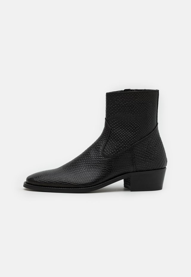 HOXTON HEXCUBAN EMBOSSED - Classic ankle boots - black