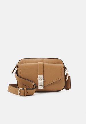 ALBURY CAMERA BAG - Across body bag - caramel