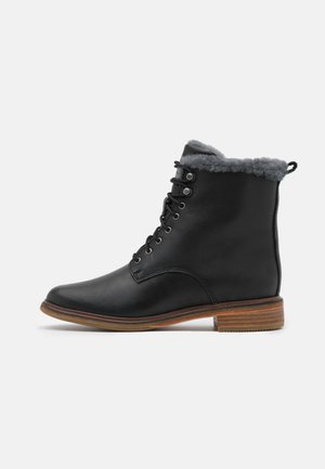CLARKDALE LACE - Veterboots - black