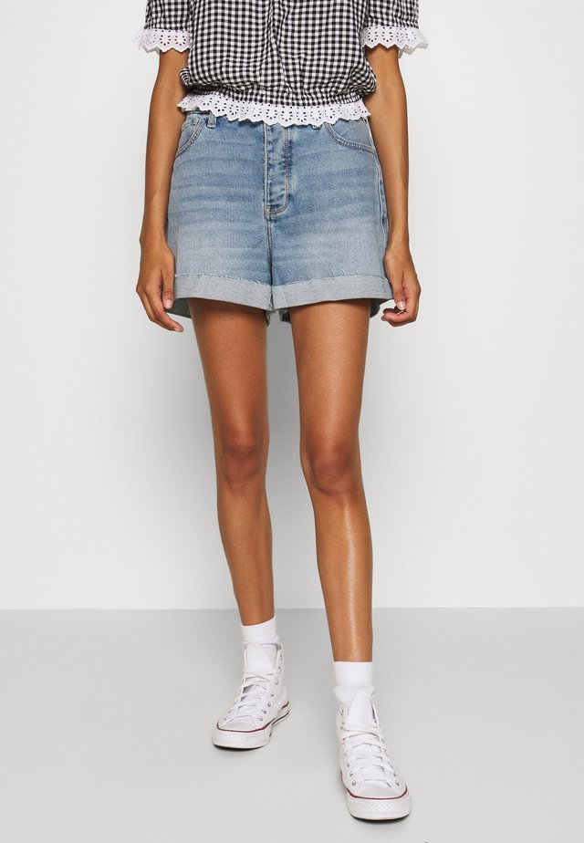 MOM CURVY MED CLEAN  - Jeans Shorts - blue denim