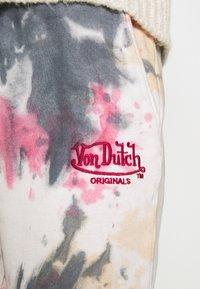 Von Dutch - EVER - Tracksuit bottoms - tie dye red - 7