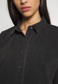 Missguided Tall - OVERSIZED DRESS STONEWASH - Denimové šaty - black - 5