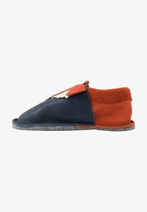 KIGA FUCHS - Slippers - tobago/orange
