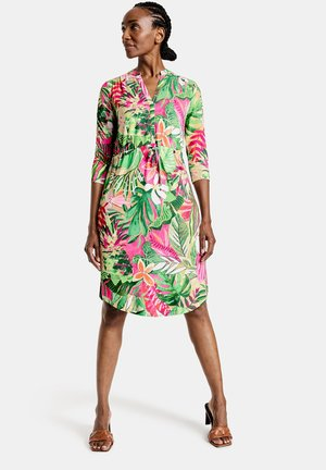 MIT FLOWERPRINT ECOVERO - Day dress - lila/pink/grün druck