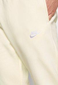 Nike Sportswear - CLUB - Pantaloni sportivi - coconut milk/white - 5