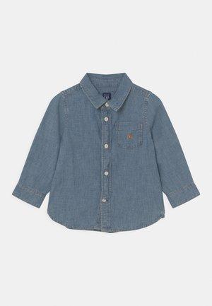 CHAMBRAY  - Shirt - light-blue denim