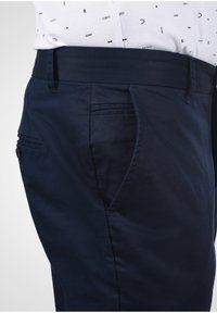 Casual Friday - PANTS PELLE - Chinos - navy