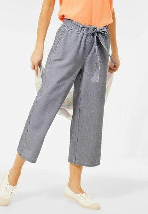 IN SEERSUCKER - Trousers - blau