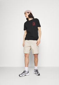 YOURTURN - T-shirts med print - black - 1