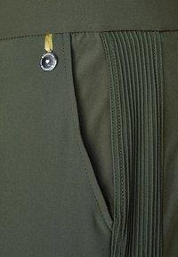 Street One - TRAVEL WARE - Cargo trousers - grün - 4